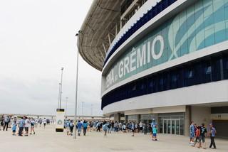 Torcedores circulam pela esplanada da Arena do Grêmio (Foto: Diego Guichard/GLOBOESPORTE.COM)