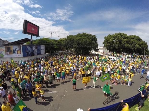 Em Lins, manifestantes percorreram ruas do centro  (Foto: Matheus Pavezzi/ Arquivo pessoal )