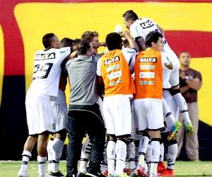 Everaldo comemora gol Figueirense contra Vitória (Foto: Getty Images)