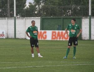 Alex treina pela primeira vez no gramado desde que voltou ao Coritiba (Foto: Gabriel Hamilko / GloboEsporte.com)