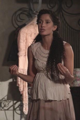 Isabel recusa ajuda de Albertinho (Foto: Lado a Lado/Tv Globo)