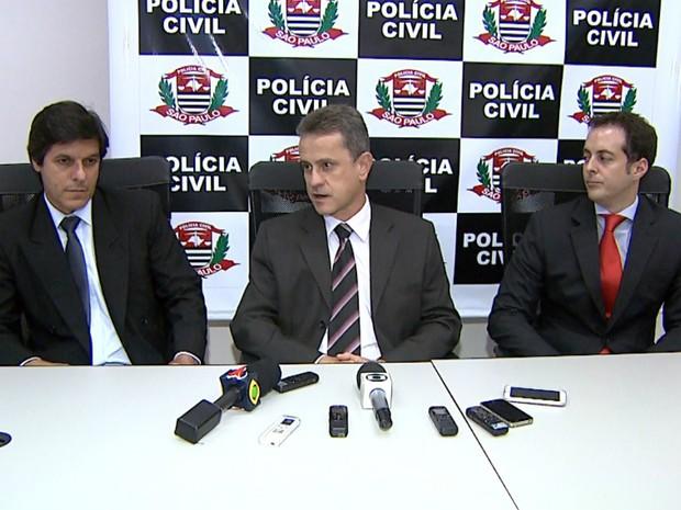 O sdelegados Mário José Gonçalves e José Eduardo Vasconcelos, e o promotor Leonardo Romanelli realizaram coletiva de imprensa na tarde de terça-feira (19) (Foto: Cláudio Oliveira/EPTV)