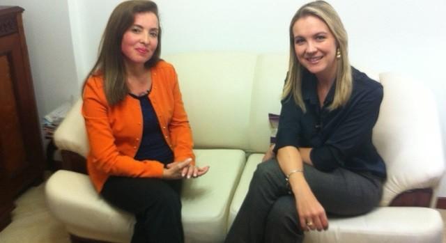 Repórter Vanessa Moltini entrevistou palestrante (Foto: Manoel Tavares/RBS TV)
