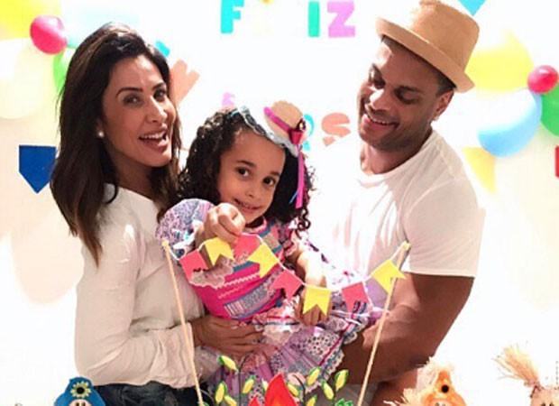 Scheila Carvalho, Giulia e Tony Salles (Foto: Reprodução)