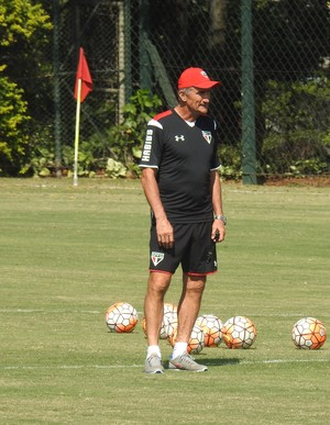 Bauza em treino do São Paulo (Foto: Marcelo Hazan)