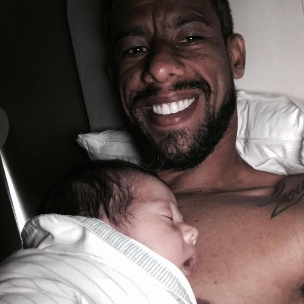 Leo Moura com o filho, Lucca (Foto: Reprodução / Instagram)