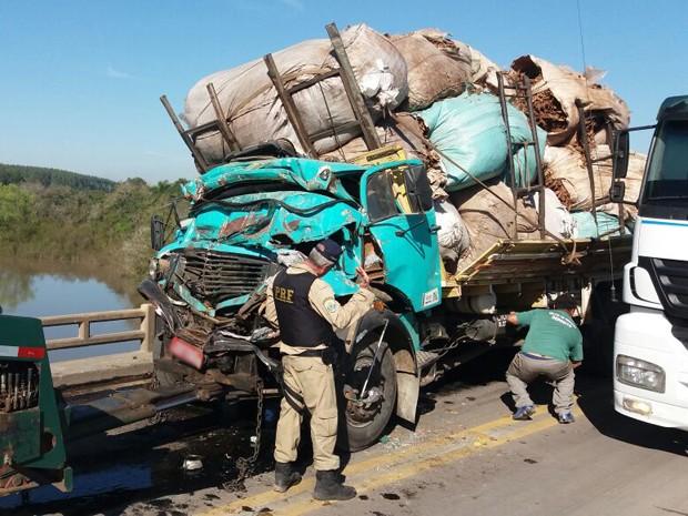 Acidente, BR-290, Arroio dos Ratos, caminhões (Foto: João Laud/RBS TV)
