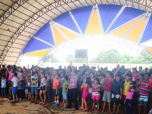 Cerca de duas mil crianças receberam presentes neste sábado (Foto: Neyla Rodrigues/Meninas de Deus)