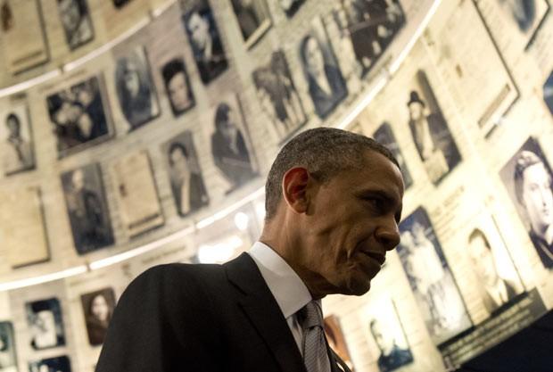 O presidente dos EUA, Barack Obama, visita o Museu do Holocausto nesta sexta-feira (12) (Foto: AFP)