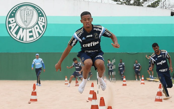 Gabriel Jesus areia Palmeiras (Foto: Cesar Greco/Ag Palmeiras/Divulgação)