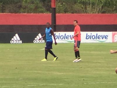 Damião teve participação discreta no jogo-treino (Foto: Gustavo Rotstein/GloboEsporte.com)