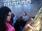 Ex-BBB Noemí visita a Basílica de Nossa Senhora Aparecida, em SP