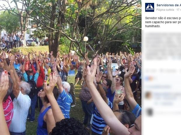 Servidores municipais de Americana decidiram, em assembleia, manter greve contra parcelamento dos salários (Foto: Reprodução / Facebook)