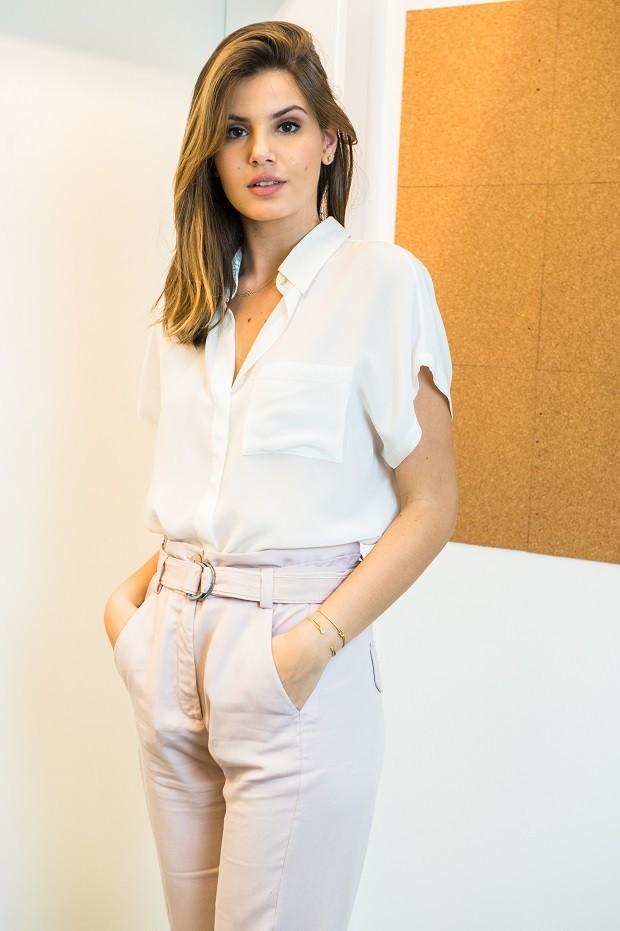 Em ensaio exclusivo, Camila Queiroz escolhe suas peças favoritas de Pega Pega  (Foto: Raquel Cunha/TV Globo )