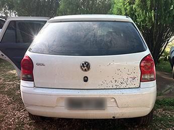 PM apreendeu veículo que tinha sido alugado pelo suspeito. (Foto: Denise Soares/G1)