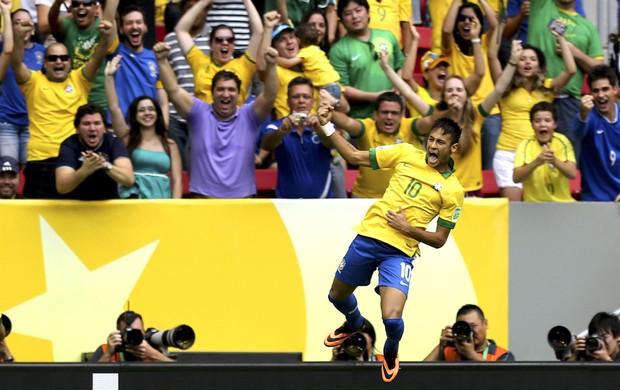 Neymar comemora gol do Brasil contra o Japão (Foto: Agência EFE)