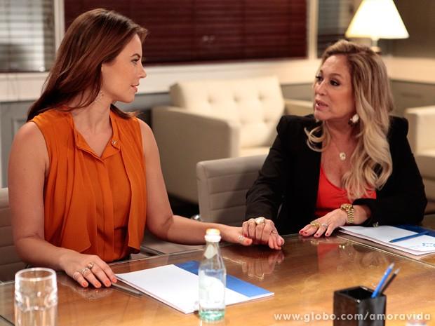 Pilar convoca nova reunião e bate o martelo: Paloma é a nova presidente do San Magno (Foto: Pedro Curi / TV Globo)