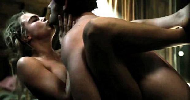 Cara Delevingne e Matthew Morrison em cena de Tulip Fever (Foto: Reprodução)