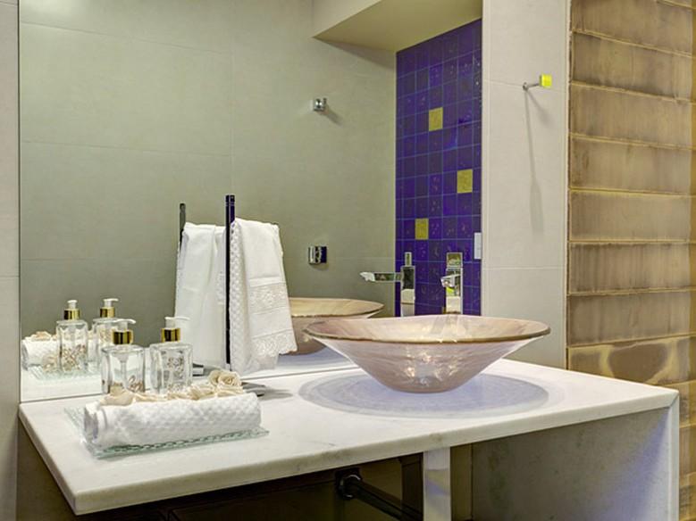 Banheiros decorados veja modelos modernos e econômicos  Casa  GNT -> Banheiro Decorado Com Espelho Grande