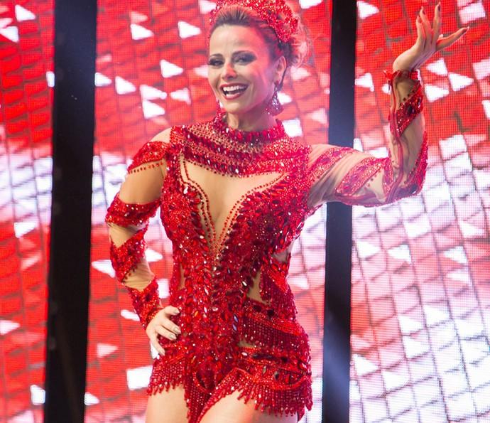 Viviane Araújo arrasa como rainha de bateria (Foto: Globo/Paulo Belote)