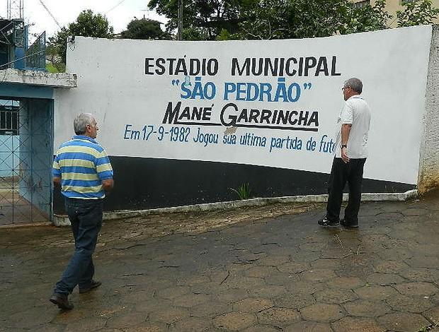 Muro do Estádio São Pedrão, local do último jogo de Garrincha (Foto: Guto Marchiori)