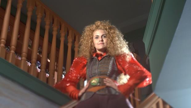 Gina vai com a roupa velha mesmo....ai, ai, ai... (Foto: Meu Pedacinho de Chão/TV Globo)