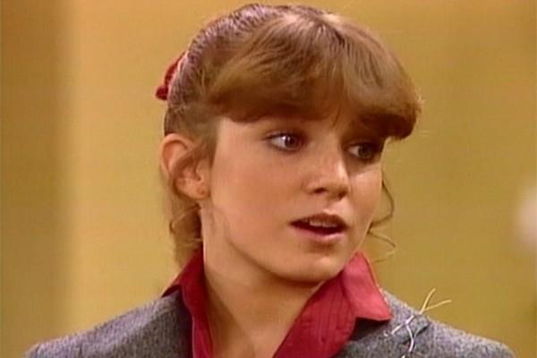 A Kimberly, de 'Arnold', morreu aos 34 anos. A atriz Dana Plato estava visitando a mãe e tomou uma dose de Lortab e uma de Vallium antes de tirar um cochilo... e nunca mais acordou. (Foto: Divulgação)
