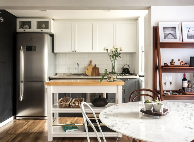 apartamento-escandinavo-Studio-Boscardin-Corsi-cozinha-ilha-sala-de-jantar (Foto: Eduardo Macarios)