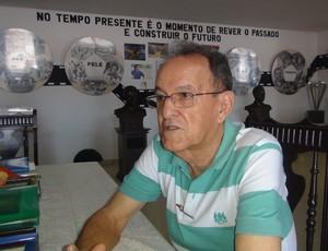 Lauthenay Perdigão registrou por anos os arquivos do Alagoano (Foto: Estéfane Padilha / Globoesporte.com)