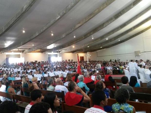 Missa dos Santos Óleos foi celebrada nesta quinta-feira (17) (Foto: Camila Torres/Inter TV Cabugi)
