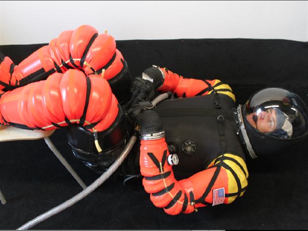 Mais leve e mais barato, traje de astronauta para voos comerciais promete revolucionar o mercado (Foto: Reprodução Internet)