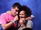 Thiago Martins divide o palco com a mãe em show no Rio