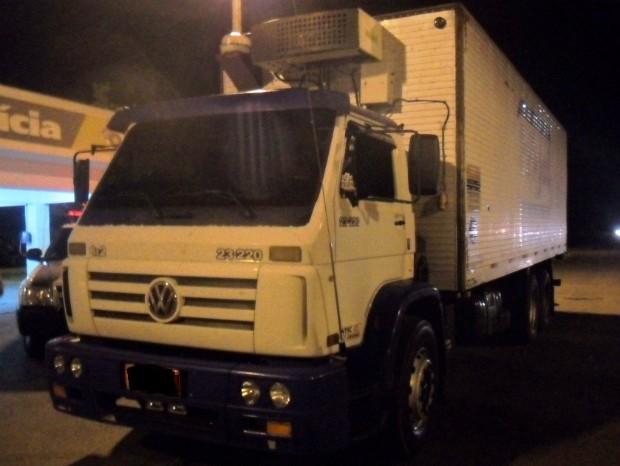 Caminhão foi parado durante operação de fiscalização na SP-280 (Foto: Divulgação / Polícia Militar Rodoviária de Avaré)
