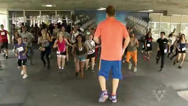 Dançarinos selecionados da região se prepararam para gravar com a rainha dos baixinhos (Foto: Reprodução / TV Tribuna)