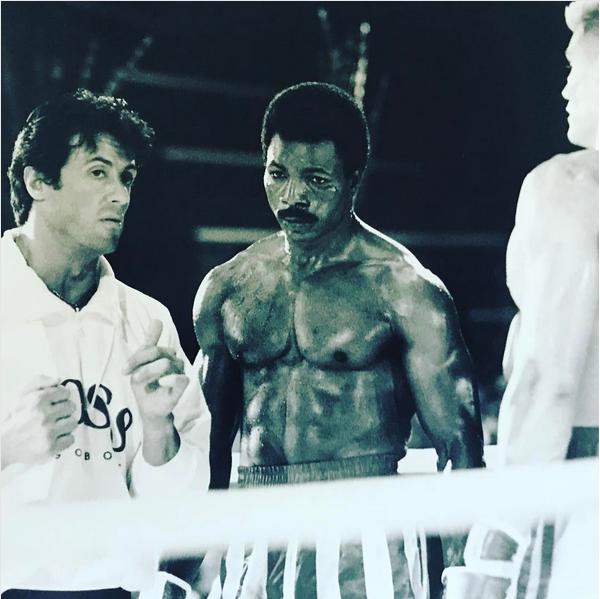 Sylvester Stallone com Carl Wheaters e Dolph Lundgren no set de Rocky IV (1985) (Foto: Instagram)