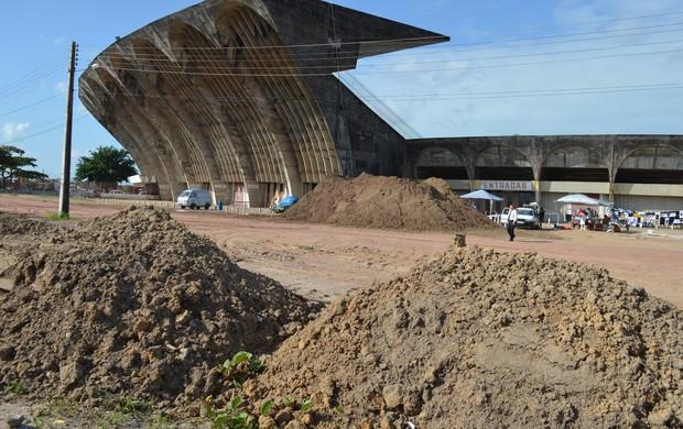 Estádio Almeidão, reformas, jogo do Botafogo-PB, Tiradentes, Paraíba, João Pessoa (Foto: Richardson Gray / Globoesporte.com/pb)