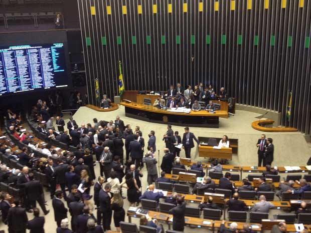 Câmara discute projeto que susta efeitos de decreto presidencial (Foto: Fernanda Calgaro / G1)