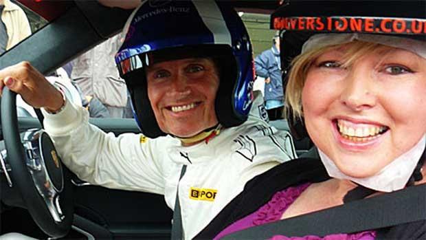 Helen Fawkes e David Couthard em Silverstone (Foto: Helen Fawke)