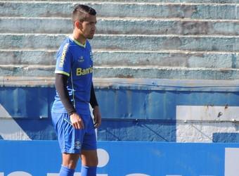 Saimon é testado na lateral-esquerda em treino do Grêmio (Foto: Laion Espíndula/GloboEsporte.com)