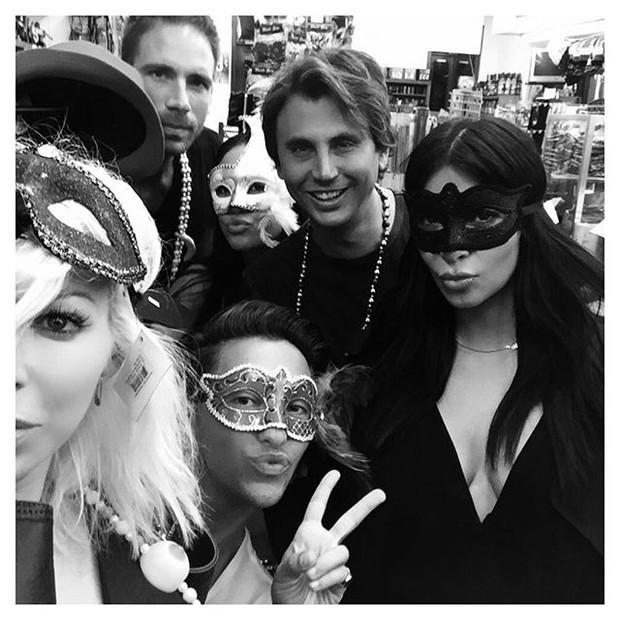 Kim Kardashian com amigos em Nova Orleans, nos Estados Unidos (Foto: Instagram/ Reprodução)