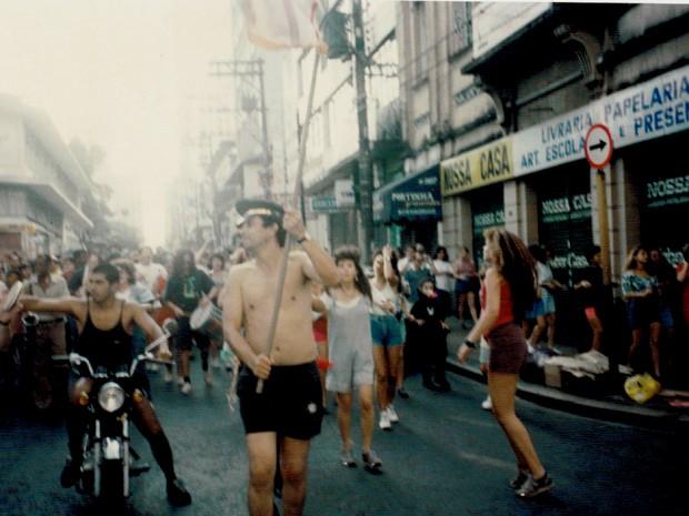 Camilo em um dos desfiles pelas ruas de Campinas em 1988 (Foto: Arquivo pessoal / Camilo Chagas )