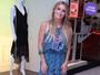 Look do dia: Carolina Dieckmann aposta em vestido longo e megahair