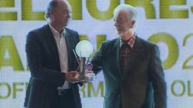 Falcão - troféu (Foto: Reprodução / TV Bahia)
