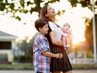 Nívea Stelmann posa com Miguel e Bruna e festeja o Dia das Mães