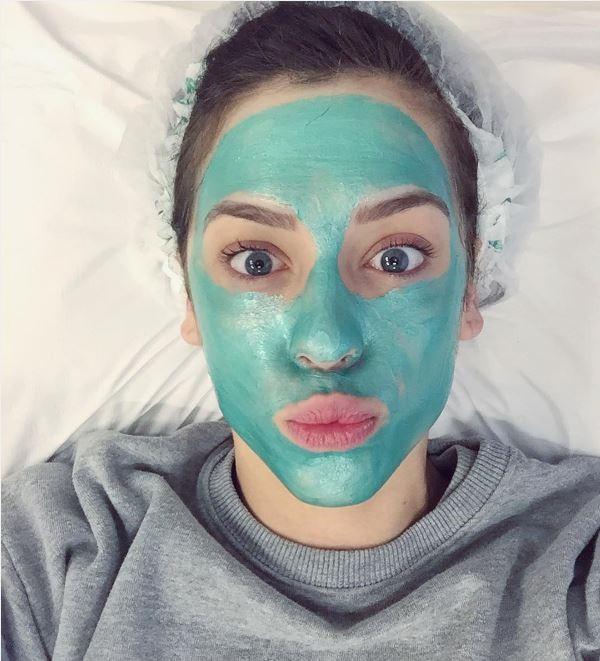 Sophia Abrahão posta selfie em momento máscara facial - e ganha elogio dos fãs! (Foto: Reprodução/Instagram)