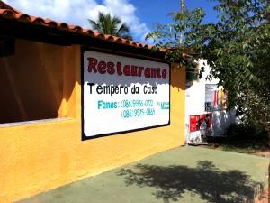 restaurante fica no Ceará e tem telefone com prefixo do Piauí (Foto: Giselle Dutra/G1)