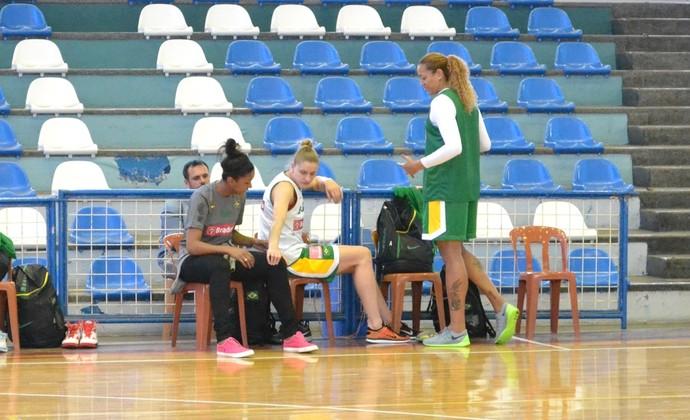 Seleção feminina de basquete Damiris, Nádia e Érika (Foto: Thiago Fadini/GloboEsporte.com)