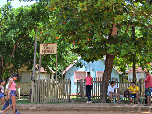 Visitas na Casa de Chico Mendes são feitas com guias apenas pelo enterno desde o ano passado (Foto: Caio Fulgêncio/G1)