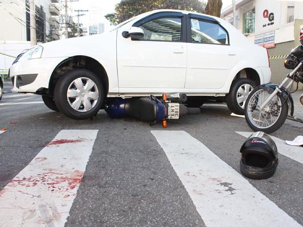 Taxista tenta livrar colega de assalto (Foto: Luiz Claudio Barbosa/Futura Press/Estadão Conteúdo)