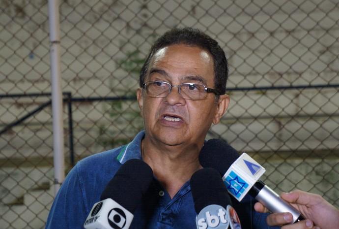 Francisco Diá técnico do América-RN (Foto: Augusto Gomes/GloboEsporte.com)